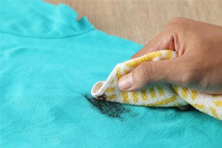 8 Cara Menghilangkan Tinta Di Baju Tanpa Perlu Dibawa Ke Laundry